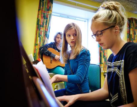 Piger på bootcamp på Struer Musikskole i efterårsferien.