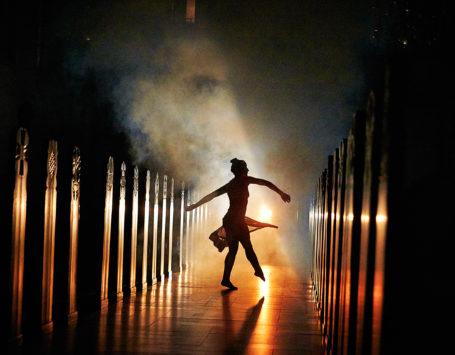 Faldet - en danse/elektronisk/video forestilling i Holstebro Kirke